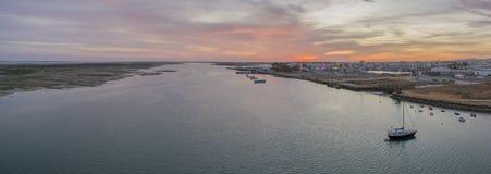 Zmierzchu seascape powietrzny panoramiczny widok Olhao dockyard, nabrzeże Ria Formosa naturalny park Obrazy Royalty Free