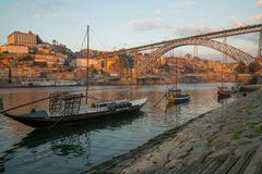 Zmierzchu widok Douro rzeka w Porto, Zdjęcia Royalty Free