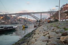 Zmierzchu widok Douro rzeka w Porto, Obrazy Royalty Free