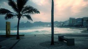 Zmierzchu widok ipanema pla?a w Rio od arpoador zbiory