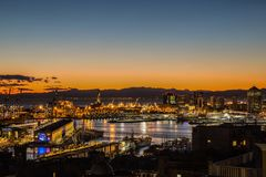 Zmierzchu widok miasto genua, Italy/genuy landscape/genuy Skyline/miasta landscape/widoku light/miasta aereal light/orange/s Fotografia Stock