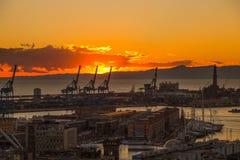 Zmierzchu widok miasto genua, Italy/genuy landscape/genuy Skyline/miasta landscape/widoku light/miasta aereal light/orange/s Zdjęcia Royalty Free