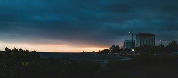 Zmierzchu widok przy Juan Baron kwadrat Santo Domingo, republika dominika?ska z tropikalnym b??kitnym morzem jasnymi promieniami  obraz royalty free