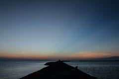Zmierzchu widoku gradientowy niebo przy plażą obrazy royalty free