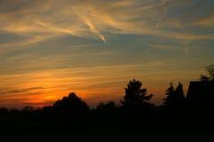 Zmierzchu wieczór z klasyk malującym niebem fotografia stock