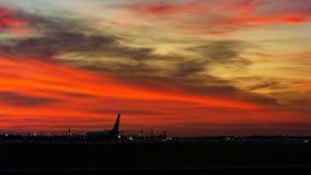 Zmierzchu wschód słońca lotniskowy Florida Cessna 172 cessna172 obrazy stock