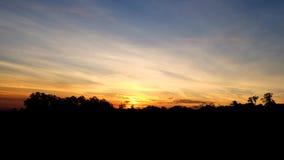 Zmierzchu wschodu słońca jaskrawych kolorów piękny niebo Obraz Royalty Free