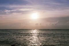 Zmierzchu zmierzch z tropikalnym andaman morzem Obraz Royalty Free