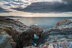 Zmierzchy w morzu plaże i wybrzeża Galicia i Asturias zdjęcie stock
