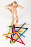 Zmieszana drewniana mannequin pozycja przy ołówkami Fotografia Royalty Free