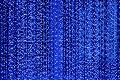 Zmrok - błękit gulgocze linii neonowych świateł tło, abstrakcjonistycznej błyskotliwości jaskrawy światło, klubu świąteczny party ilustracja wektor