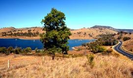 Zmrok - błękitne wody w Windamerre jeziorze Zdjęcia Stock