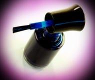 Zmrok - błękitny gwoździa lakier Obraz Stock