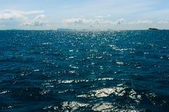 Zmrok - błękitny morze na monsunu sezonie Zdjęcia Royalty Free