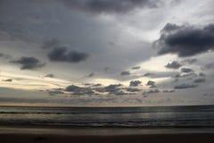 Zmrok chmura nad morzem Zdjęcia Royalty Free