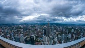 Zmrok chmurnieje nad linią horyzontu Kuala Lumpur Obrazy Stock