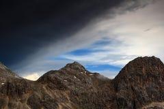 Zmrok chmurnieje nad szczytami nad Triglav jezior dolina, Juliańscy Alps Zdjęcie Stock
