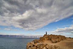 Zmrok chmurnieje zbierać nad jeziornym Baikal Obrazy Stock