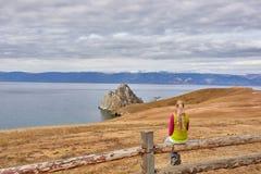 Zmrok chmurnieje zbierać nad jeziornym Baikal Obraz Royalty Free