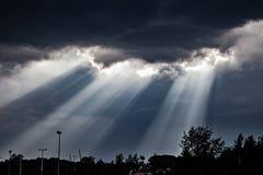 Zmrok chmury i słońce promienie Obrazy Royalty Free