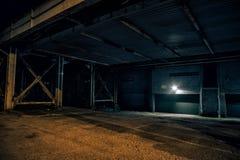 Zmrok i opróżnia miastowego miasto udział przy nocą zdjęcie stock