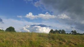 Zmrok vs białe chmury Fotografia Stock