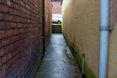 Zmroku Mokry Alleyway obrazy stock