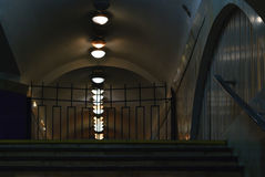Zmroku przejścia pusty podziemny tunel Obrazy Stock