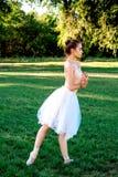 Zmysłowa balerina w naturze zdjęcia stock