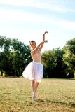 Zmysłowa balerina w naturze obrazy royalty free