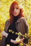 Zmysłowa czerwona z włosami piękna dziewczyna Obrazy Royalty Free