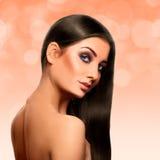 Zmysłowa dorosła caucasian brunetka z perfect streight czerni hai Obraz Royalty Free