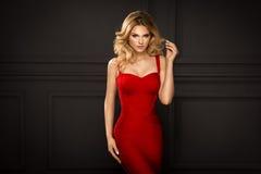 Zmysłowa piękna blondynki kobieta Fotografia Royalty Free