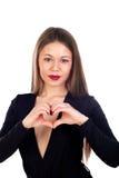Zmysłowa piękna kobieta robi sercu z ona rękom Fotografia Stock
