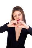 Zmysłowa piękna kobieta robi sercu z ona rękom Zdjęcia Stock