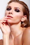 Zmysłowe kobiety z fachowym makeup i mokrym włosy Zdjęcia Stock