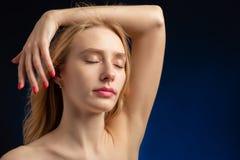 Zmysłowy blond transgender zdjęcia royalty free