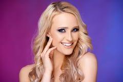 Zmysłowy i splendor portret blond kobieta obraz stock