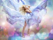 Zmysłowy piękny blondynki kobiety pozować zdjęcia royalty free