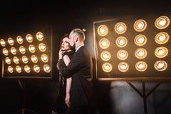 Zmysłowy spojrzenie przy kamerą Tylna strona Romantyczny doskonalić pary obraz stock