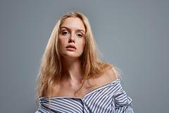 Zmysłowa kobieta w rozpinającej koszula Obraz Royalty Free