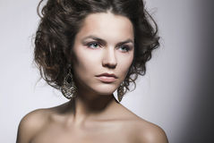 Zmysłowy dziewczyny piękna portret - Naturalny Makeup. Doskonalić modela Zdjęcia Stock