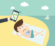 Znacząco wezwanie - Biznesowy mężczyzna dzwoni telefonem komórkowym na beac Obraz Stock
