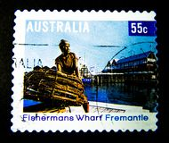 Znaczek drukujący w Australia pokazuje wizerunek fishermans nabrzeża fremantle, Perth zachodnia australia na wartości przy 55 cen obraz royalty free