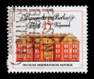 Znaczek drukujący w GDR od Sławnych budynków w Berlin zagadnienia przedstawieniach roszuje Kopenic Zdjęcia Royalty Free