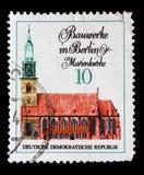 Znaczek drukujący w GDR od Sławnych budynków w Berlin zagadnieniu pokazuje Marienkirche Zdjęcia Stock