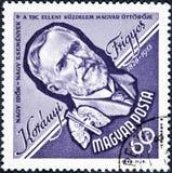Znaczek drukujący w Węgry pokazuje portreta wizerunek Frigyes Koranyi De Tolcsva, lekarz obrazy stock