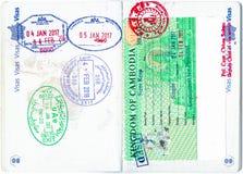 Znaczki Bahrajn, UAE, Kambodża i Kambodżańska wiza w Francuskim paszporcie, Zdjęcie Stock