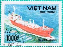 Znaczki pocztowi drukujący w Wietnam przedstawień statku w morzu Zdjęcie Stock