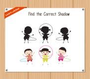 Znajduje poprawnego cień, edukaci gra dla dzieci - dzieciaka hula obręcz Zdjęcie Royalty Free